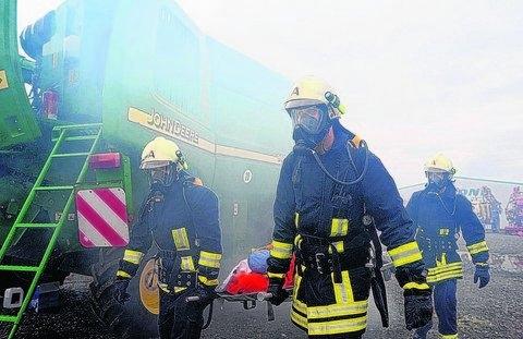 Übung der Freiwilligen Feuerwehr Zorbau bei der Firma Krone Landtechnik in Zorbau