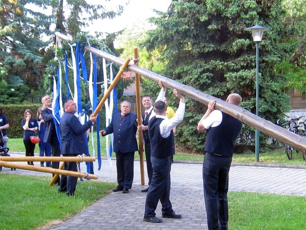 Maibaumsetzen auf dem Zorbauer Festanger